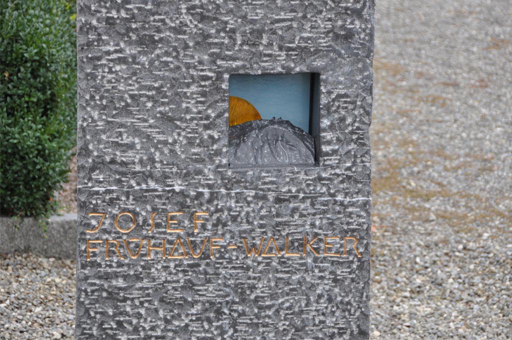 Bildhauerei-Grabzeichen-B