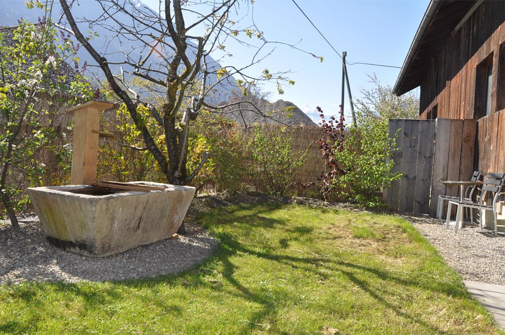 Slider-Arbeiten-Brunnen-aus-Beton-C